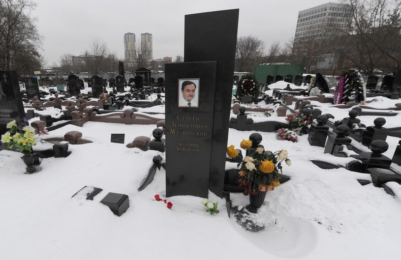 Grób Siergieja Magnitskiego na cmentarzu w Moskwie /East News