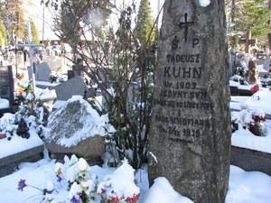 Grób Tadzia Kuhna i jego ojca na zakopiańskim cmentarzu //