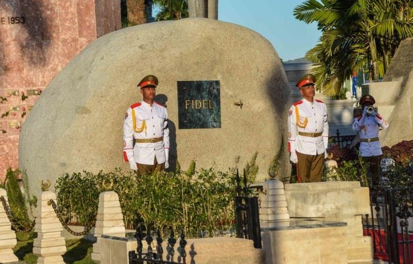 Grobowiec Fidela Castro na cmentarzu Santa Ifigenia w Santiago de Cuba /Marcelino VAZQUEZ /AFP
