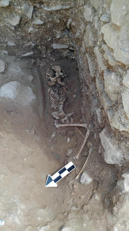 Grobowiec, w którym znaleziono szczątki dziecka /PHOTO COURTESY OF DAVID PICKEL/S/Ferrari Press /East News