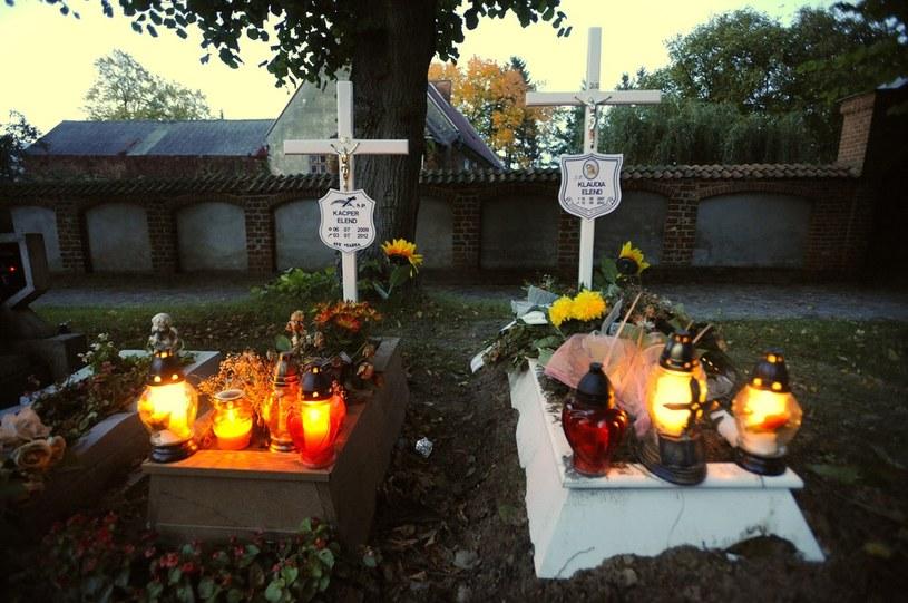 Groby dzieci zakatowanych na śmierc w rodzinie zastępczej w Pucku /Reporter