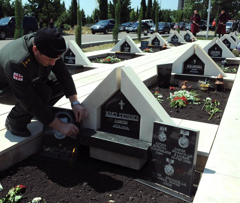 Groby gruzińskich żołnierzy, którzy zginęli w 2008 roku /AFP