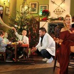 Groovebusterz z raperem w świątecznym klimacie