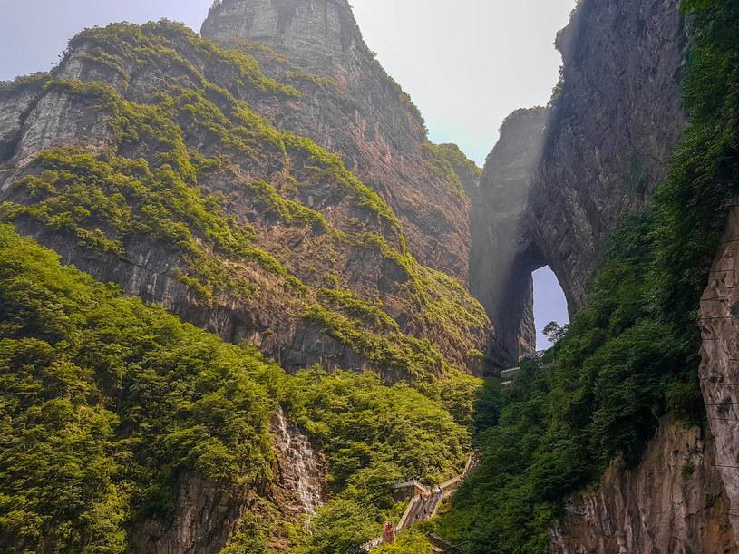 "Grota Tianmen nazywana ""bramą nieba"" /123RF/PICSEL"