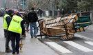 Miejsce wypadku w centrum Zakopanego, gdzie wczoraj zaprzęg konny uderzyły w samochód osobowy.