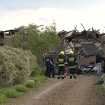 Groźny wypadek w Zarębicach: Zerwany dach przygniótł jedną osobę