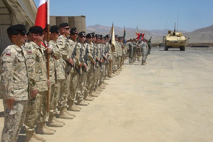 Grudzień 2011, Afganistan, prowincja Ghazni. Polscy żołnierze podczas ceremonii zmiany kontyngentu /AFP