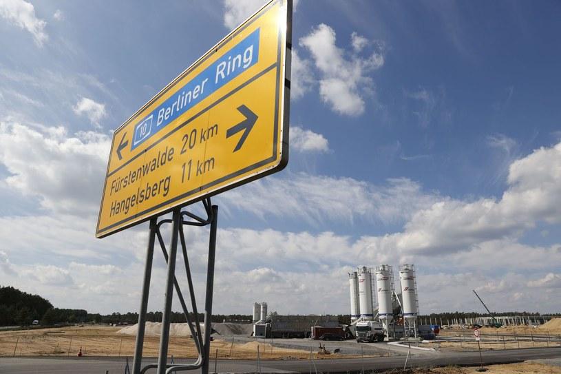 Gruenheide - fabryka Tesli w budowie /AFP