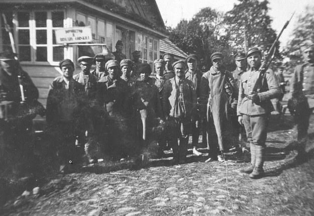Grupa jeńców sowieckich. Rok 1920 /Z archiwum Narodowego Archiwum Cyfrowego