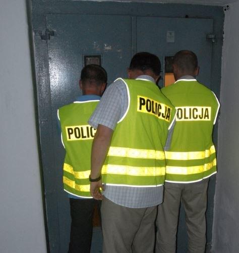 Zdemolowali windę, zostali zatrzymani. Nastolatkami zajmie się teraz sąd rodzinny