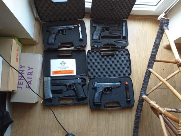 Grupa przestępcza broń miała nabywać w Słowacji /Policja /