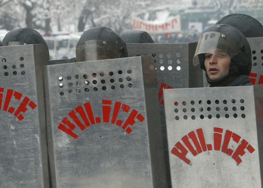 Grupa uzbrojonych mężczyzn przejęła komisariat policji w Erywaniu. Zdjęcie ilustracyjne /ANATOLY MALTSEV  /PAP/EPA
