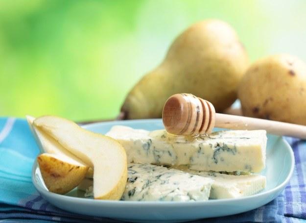 Gruszka, ser pleśniowy i miód - podstawa smacznego deseru /123RF/PICSEL