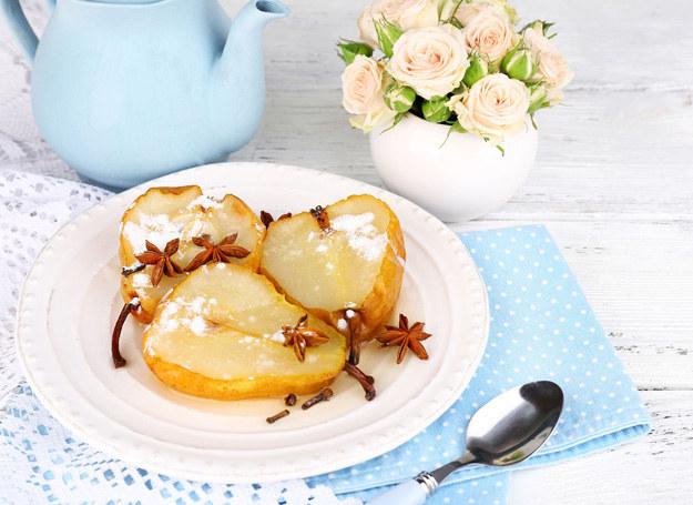 Gruszki podaj ze słodkimi tostami /123RF/PICSEL