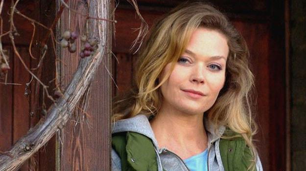 Gruszyńska wykorzystuje naiwność Mostowiaka. /MTL Maxfilm