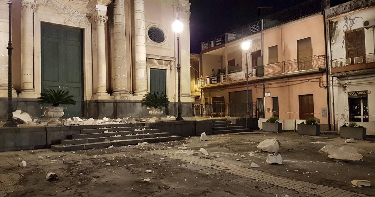 Gruzy na ulicach, popękane budynki... Ziemia drży po przebudzeniu Etny