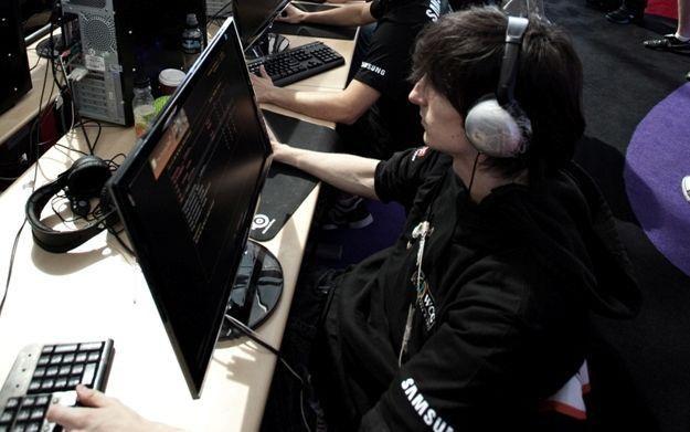 Gry komputerowe to dla wielu młodych Polaków ulubiony sposób spędzania wolnego czasu /Informacja prasowa