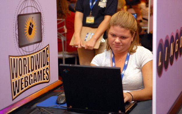 Gry stały się ulubioną formą rozrywki dla wielu kobiet /AFP