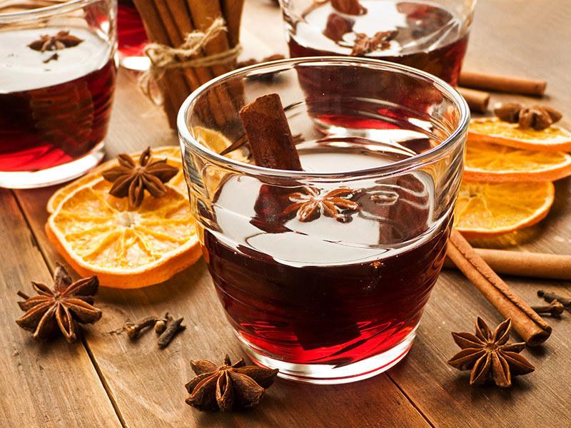 Grzaniec z wina na przeziębienie /© Photogenica