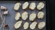 Grzanki z bryndzą i miodem rozmarynowym