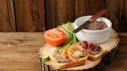 Grzanki z pomidorami i wątróbką