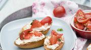 Grzanki z twarożkiem i letnimi pomidorami