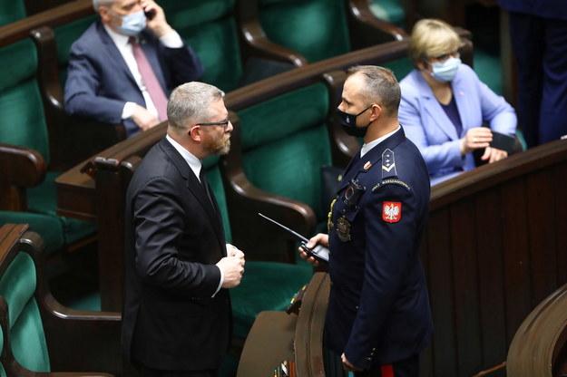 Grzegorz Braun / Tomasz Gzell    /PAP