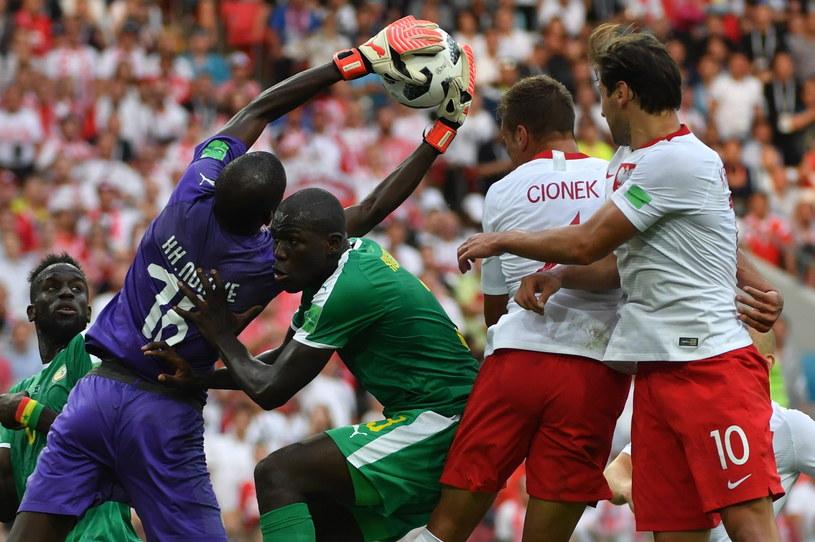 Grzegorz Krychowiak  i Thiago Cionek w meczu z Senegalem /Bartłomiej  Zborowski /PAP/EPA