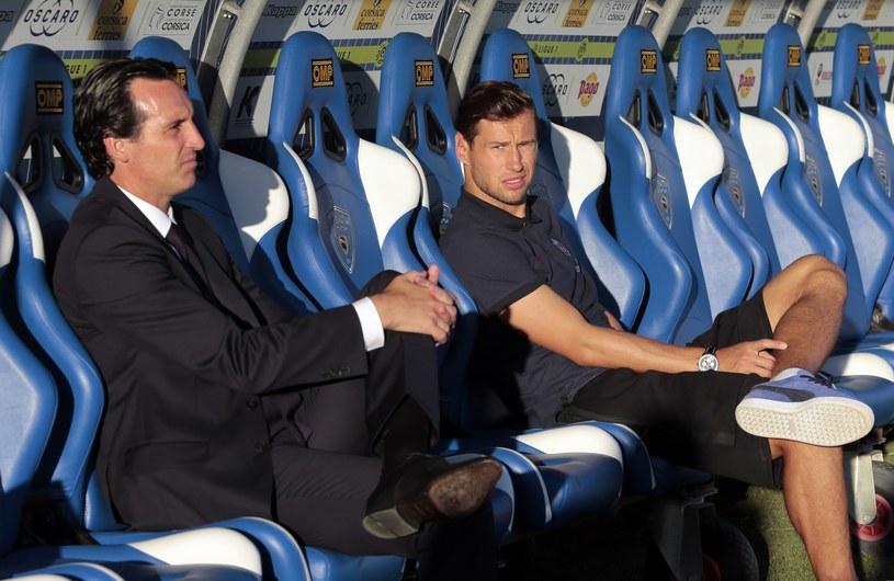 Grzegorz Krychowiak na ławce z Unaiem Emerym /AFP