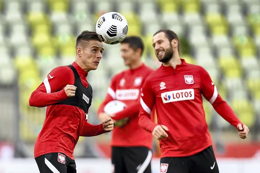 Grzegorz Krychowiak (po prawej) i Damian Kądzior podczas treningu na stadionie w Gdańsku / Adam Warżawa    /PAP