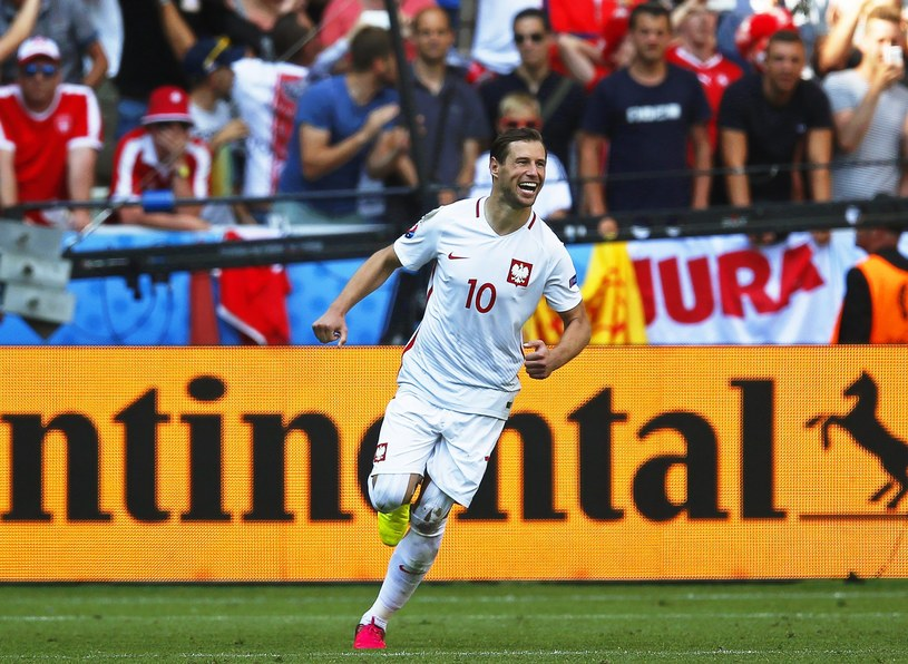 Grzegorz Krychowiak podczas meczu Szwajcaria - Polska w 1/8 finału Euro 2016 /PAP/EPA