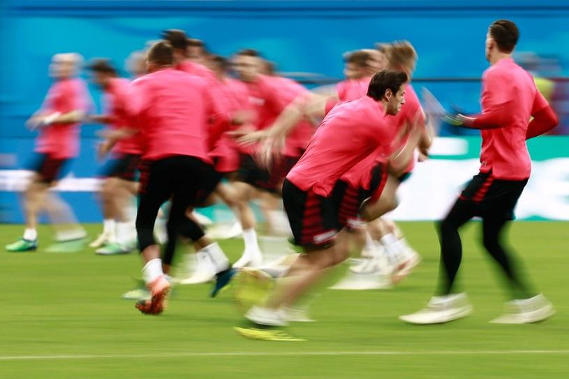 Grzegorz Krychowiak podczas treningu na Kazań Arenie, przed meczem z Kolumbią. /AFP