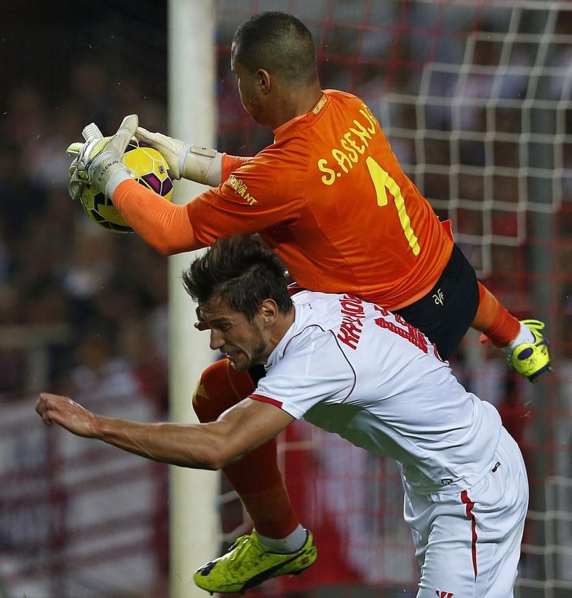 Grzegorz Krychowiak w meczu z Villarreal /PAP/EPA