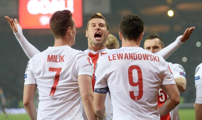 Grzegorz Krychowiak (w środku) to dobry duch reprezentacji Polski /PAP