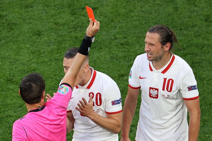 Grzegorz Krychowiak z czerwoną kartką /AFP