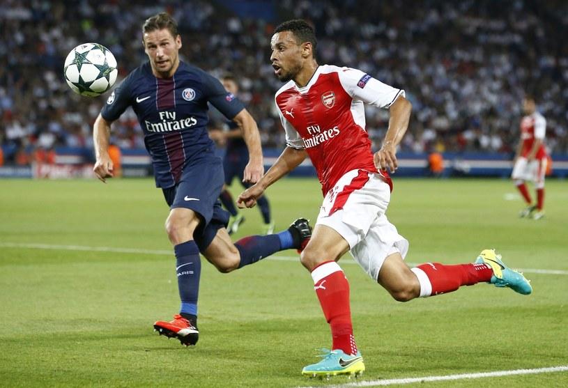 Grzegorz Krychowiak (z lewej) w meczu z Arsenalem Londyn /PAP/EPA