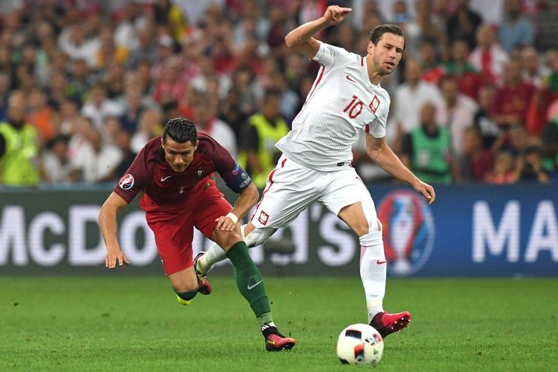 Grzegorz Krychowiak (z prawej) i Cristiano Ronaldo /AFP