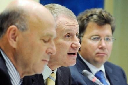 Grzegorz Lato i prezes Ukraińskiej Federacji Piłkarskiej, Grigorij Surkis. /AFP