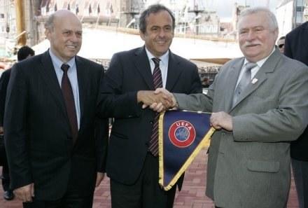 Grzegorz Lato, prezes PZPN, Michel Platini, prezes UEFA i Lech Wałęsa, były prezydent Polski /AFP