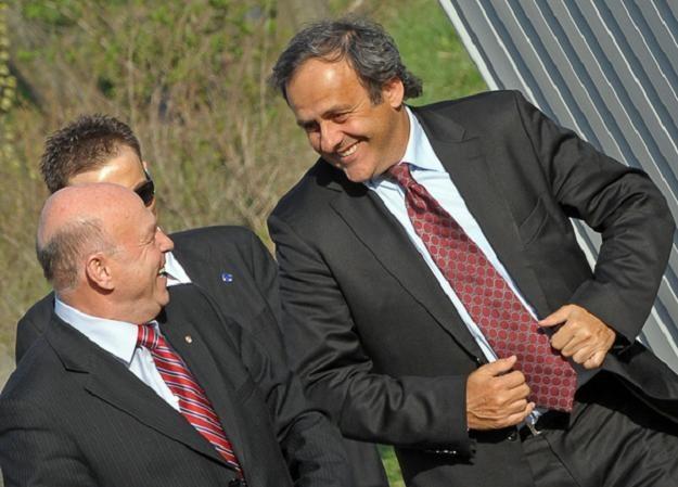 Grzegorz Lato (z lewej) w towarzystwie szefa UEFA Michela Platiniego /AFP