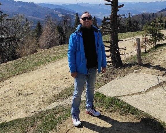 Grzegorz Lipiński, który niespełna rok temu przeszedł transplantację płuc z powodu COVID-19 /Materiały prasowe