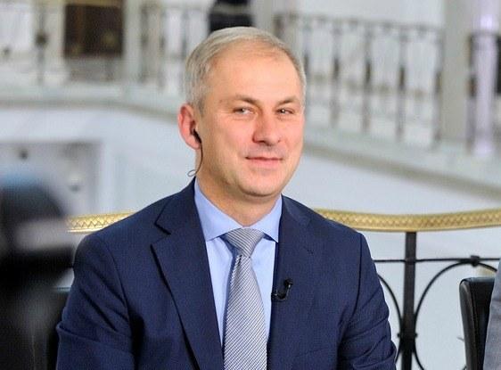 """Grzegorz Napieralski w nowym krawacie """"będzie chciał ogłosić coś ważnego"""" /Witold Rozbicki /Reporter"""