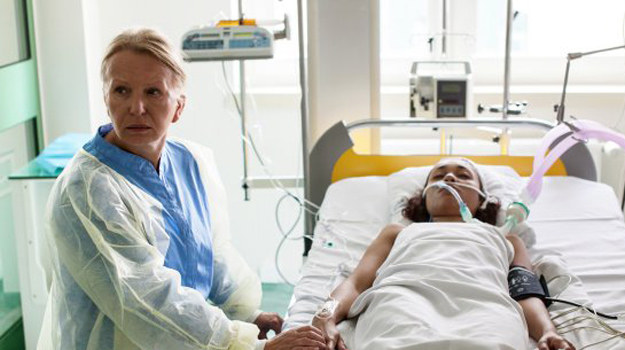Grzelakowa cały ból i gniew wylewa na Daniela, którego obwinia o to, co przytrafiło się Sarze. /www.barwyszczescia.tvp.pl/