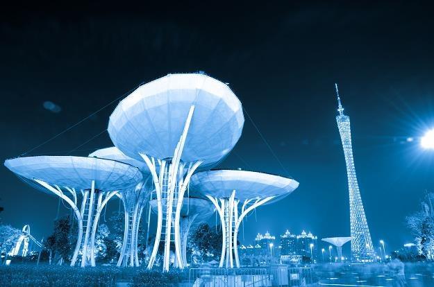 Guangzhou - najwyższa wieża telewizyjna na świecie (z prawej) /©123RF/PICSEL
