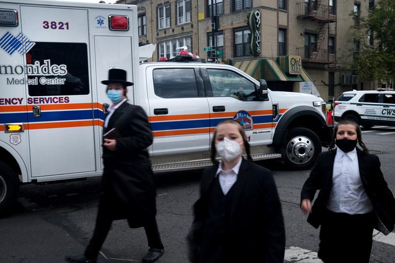 Gubernator stanu Nowy Jork Andrew Cuomo spotkał się z przywódcami społeczności ortodoksyjnych Żydów w sprawie wzrostu przypadków COVID-19 w tym środowisku /SPENCER PLATT / GETTY IMAGES NORTH AMERICA /AFP