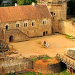 Gueledon: Zamek z XIII w., którego budowa zaczęła się... 20 lat temu
