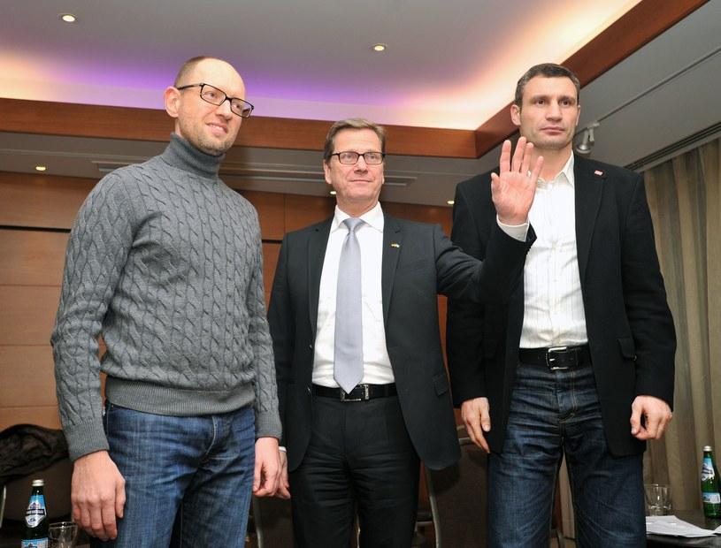 Guido Westerwelle z przywódcami ukraińskiej opozycji /AFP