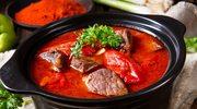 Gulasz z pomidorami cebulą