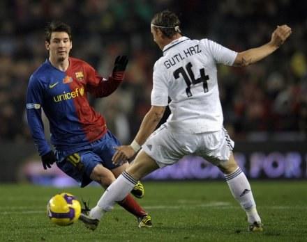 Guti chciałby zagrać z Messim w Realu /AFP