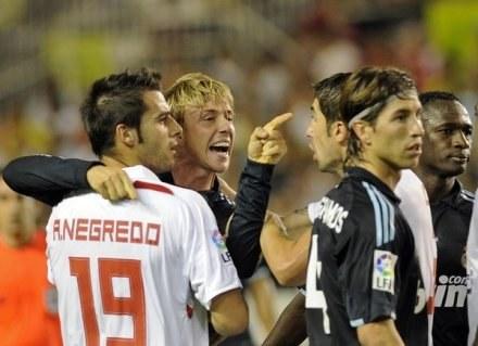Guti i Perotti (w środku) będą musieli się dogadać. Wkrótce mogą zagrać w jednym zespole /AFP